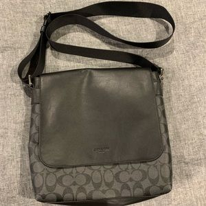 Coach messenger in signature leather